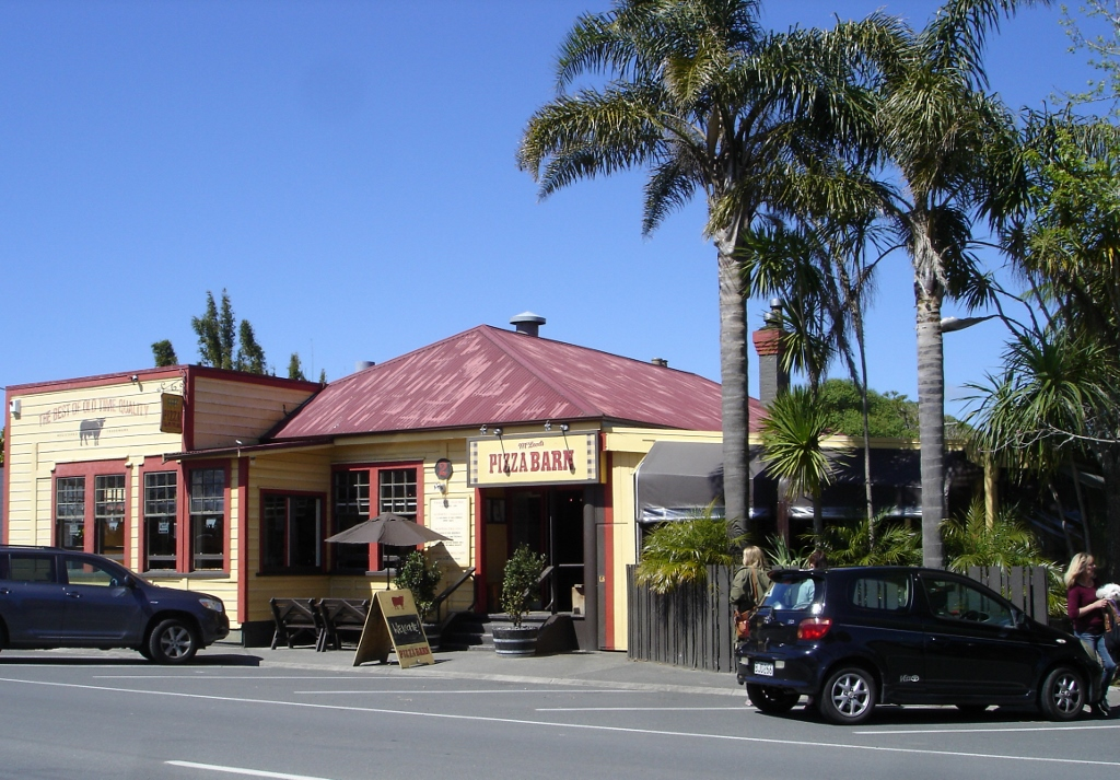 Country Homestead at Black Sheep Farm, dine at the Waipu Pizza Barn, World famous in Waipu